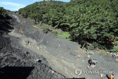 バ韓国釜山で土砂崩れ発生