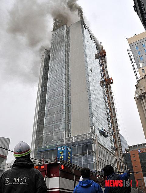 新築工事中のホテルが火事にwwww