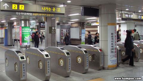 ソウルの地下鉄構内は糞尿臭とキムチ臭だらけwwww