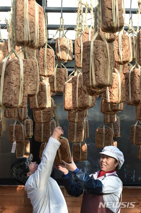 ウンコを乾燥させて食べるバ韓国塵