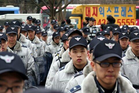 警察官も全匹犯罪者のバ韓国