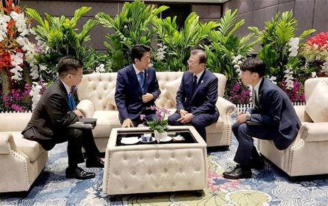 バ韓国の姑息な作戦で実現した日韓首脳の会話