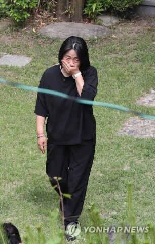 平和の我が家を訪ねたバ韓国の尹美香(ユン・ミヒャン)