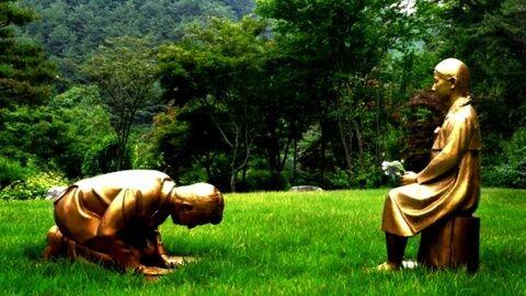 バ韓国が安倍首相の土下座像を制作