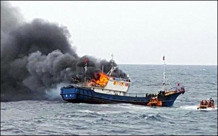 バ韓国海警の攻撃で中国漁船が爆発!