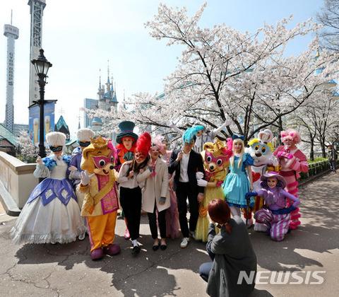 ディズニー丸パクリのバ韓国ロッテワールド