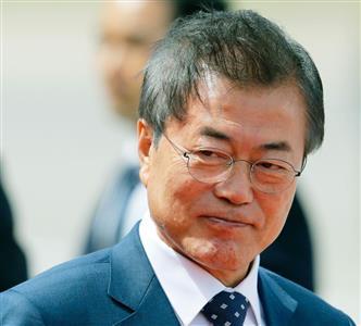 景気よくバ韓国をぶっ壊している文大統領
