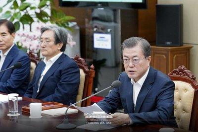 国を崩壊に導くのに全力投球しているバ韓国の文大統領
