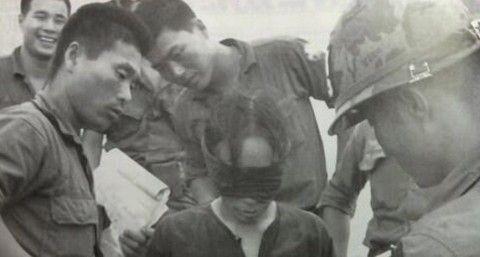 ベトナムの民間人を虐殺するバ韓国軍