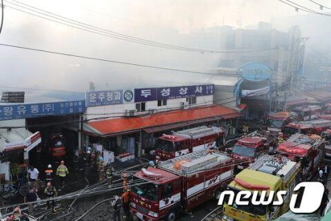 バ韓国・ソウルの青果市場で火災発生