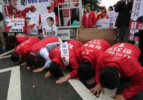 土下座するバ韓国の統一選立候補者