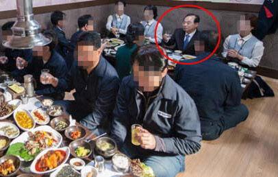 女性職員をはべらしていたバ韓国・釜山市長