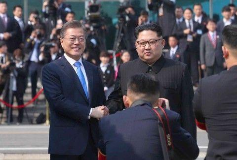 北朝鮮に媚びへつらうバ韓国の文大統領