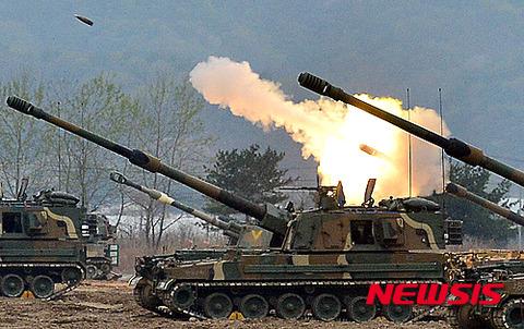 今にも誤射しそうなバ韓国軍
