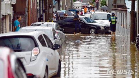 バ韓国の集中豪雨で被害相次ぐ