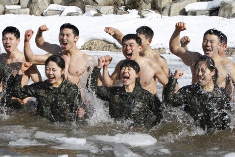 精神異常者だらけのバ韓国軍