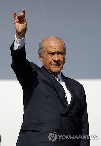 屑チョン襲撃事件を擁護したトルコの政治家デヴレト・バフチェリ