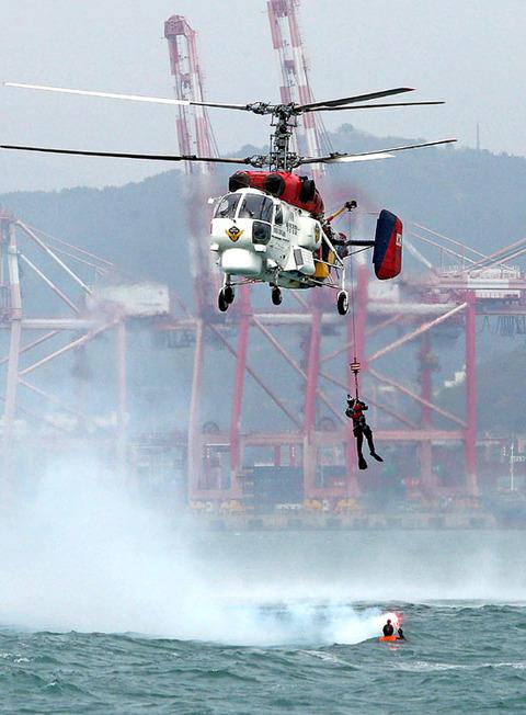 海洋警備安全署が塵命救助訓練を実施中