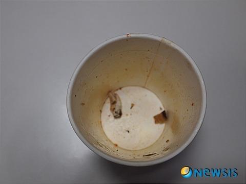韓国のカップラーメン、吸い殻入り