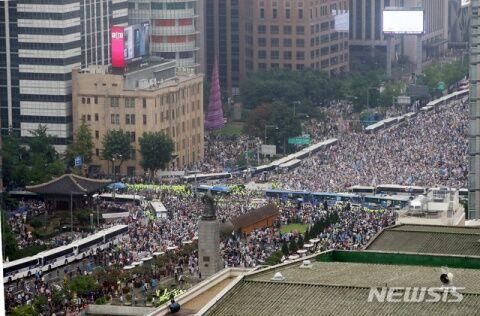 ソウルを埋め尽くすバ韓国塵の群れ