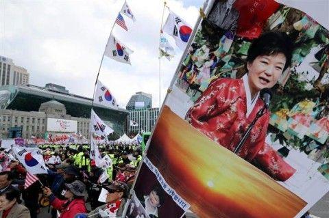 パククネ婆の釈放を要求するバ韓国塵ども