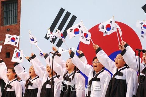 キチガイそして不細工だらけのバ韓国の小学生