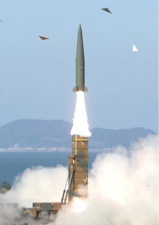 北と南で盛大にミサイルを打ち合ってほしいものです