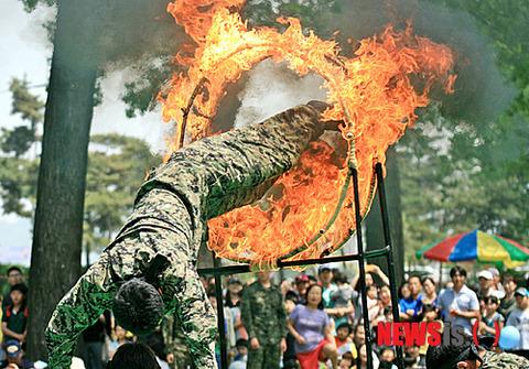 発火する韓国軍兵士www