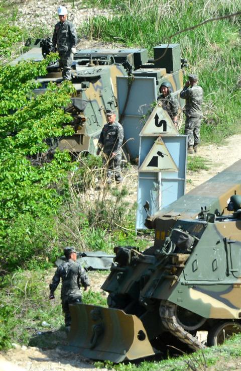 訓練中に横転したバ韓国軍の自走砲