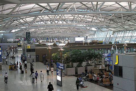 仁川国際空港で中国人が刃物を振り回す