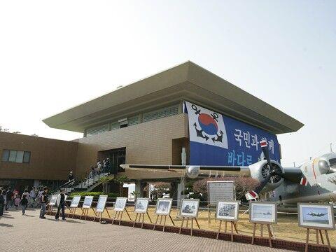 認知症の老害でも出入り自由なバ韓国の軍基地