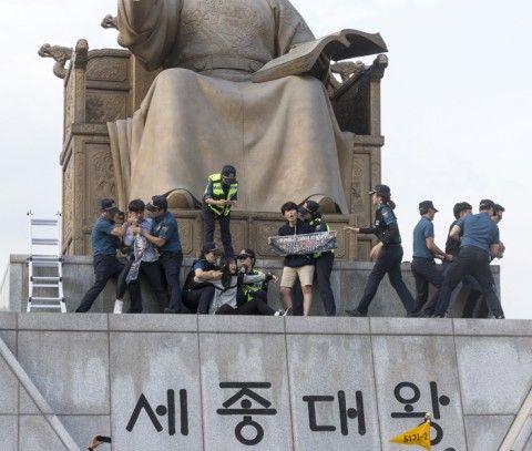 反米デモを行うバ韓国の大学生