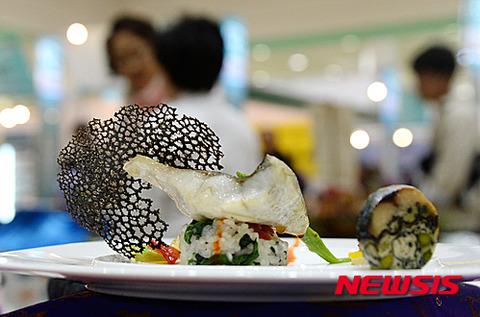 汚物を並べるだけのバ韓国料理