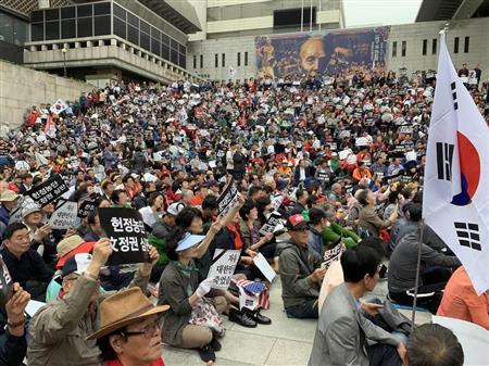 バ韓国・文大統領とチョ法相を糾弾するデモ
