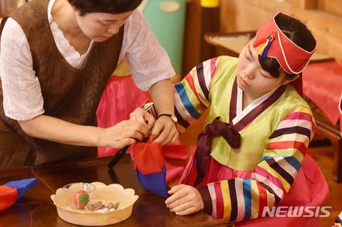 デタラメな伝統を教えるバ韓国