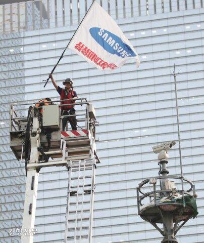 1年近く鉄塔に立てこもっていたバ韓国塵