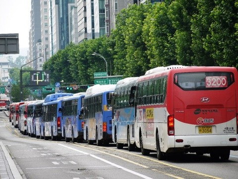 高速道路でもルール無視しまくるバ韓国のバス