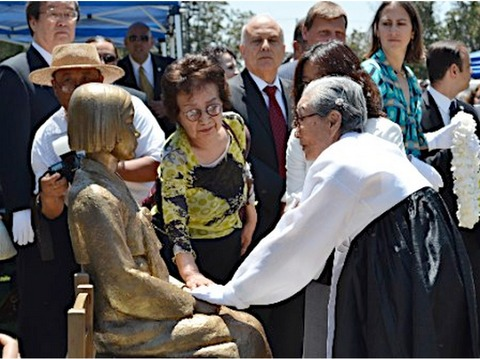 韓国人どもの偽証によって作られた慰安婦像