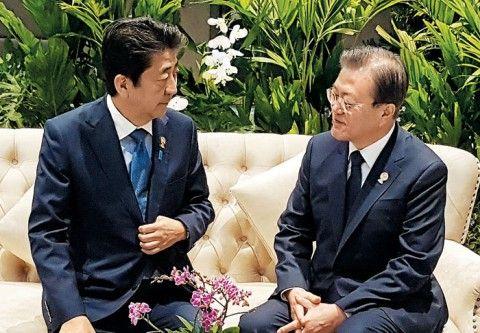 タイで安倍首相のバ韓国・文大統領が対話