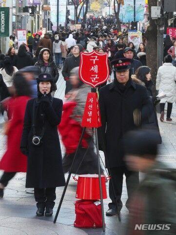 バ韓国の街に設置された募金箱、ゴミ箱みたいww
