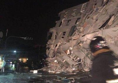 台湾で倒壊したマンションに屑チョンが駆け付けるとかwwww