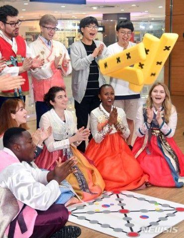 イベントに参加するバ韓国の外国人留学生