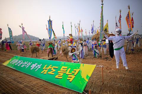 韓国GP組織委員会によるF1観客の歓迎オブジェ
