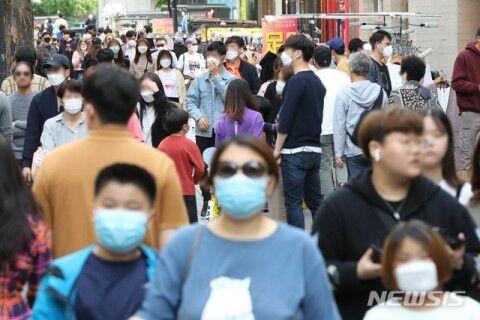 マスクもせずに繁華街を練り歩くバ韓国塵ども