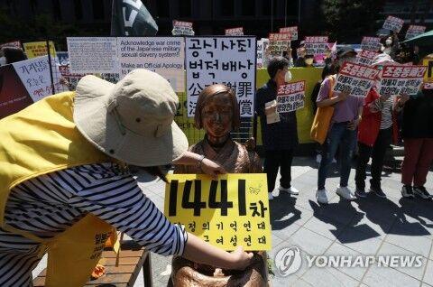 水曜集会を行うバ韓国の正義連