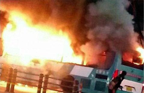 バ韓国でバス放火事件発生