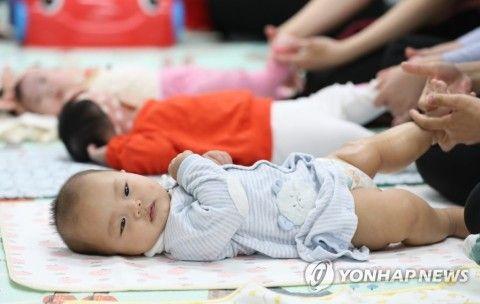 マッサージされるバ韓国の幼獣ども
