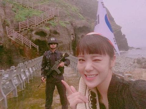 竹島に不法上陸したバ韓流アイドルwwww