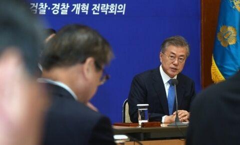 保身のために検察改革を行うバ韓国の文在寅