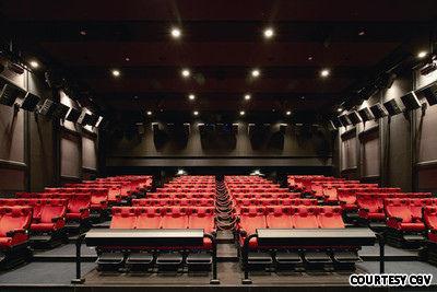 バ韓国の映画館ってキムチ臭と糞尿臭でいっぱいなんでしょう